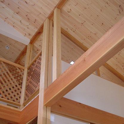 住宅・共同住宅に大事な温かみを演出した木を全面に使用した室内画像