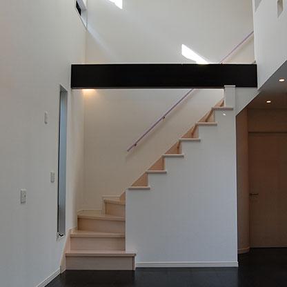 住宅・共同住宅などライフスタイルにあったデザイン住宅を設計する設計事務所がてがけた階段画像