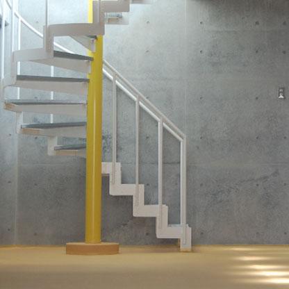 デザイン住宅のアクセントとなる螺旋階段画像